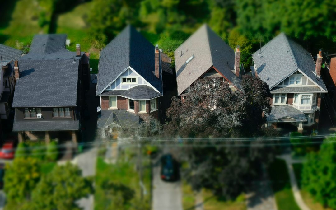 WHY ZILLOW, REALTORS AND FOREIGN INVESTORS ARE MOVING TO CANADA